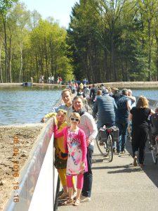 Rad fahren durch das Wasser in Bokrijk!